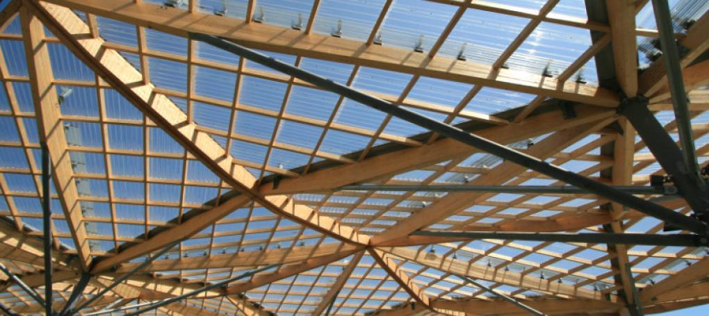 Telhado com telhas de policarbonato para iluminação natural Onduclair®