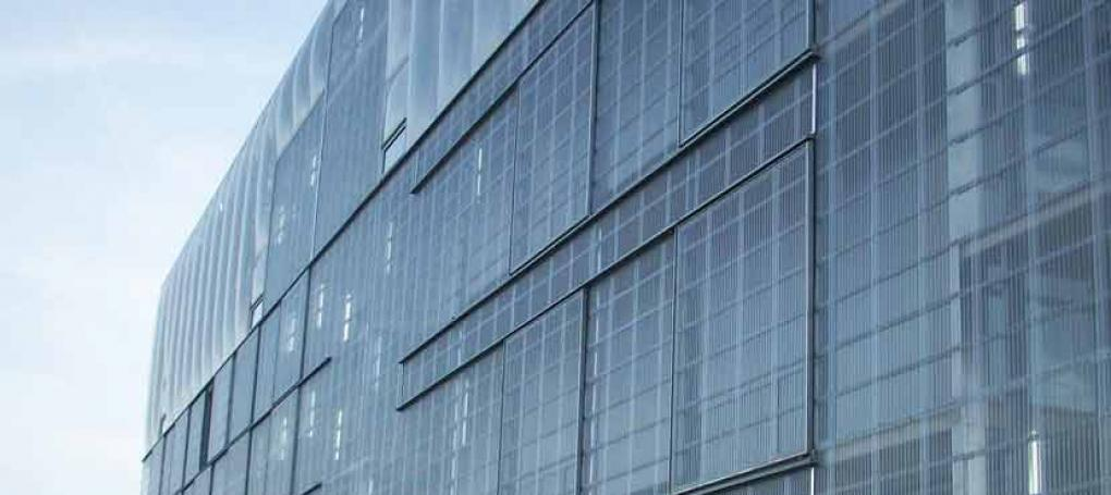 Prédio comercial com Telhas Transparentes de Policarbonato modelo Onduclair®