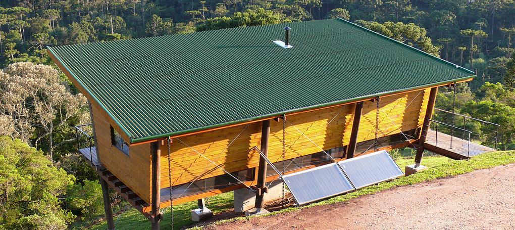Casa com telha ecológica clássica cor verde