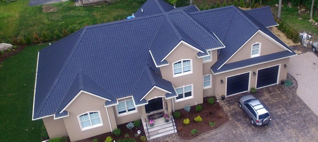 Casa com telha ecológica Onduvilla® cor Slate Grey
