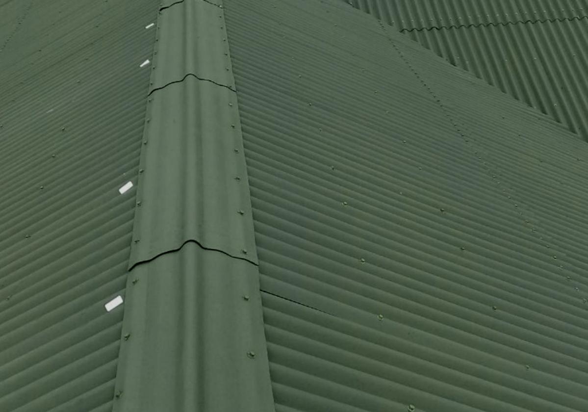 Telhado com cumeeira verde
