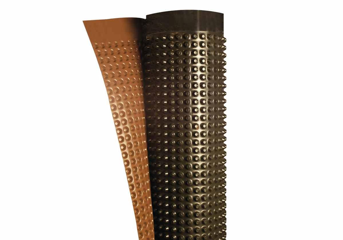 Onduline Fondaline® | detalhe da membrana de PEAD na cor preta e marrom