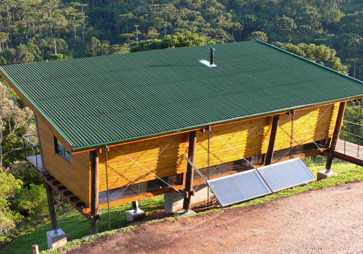 Onduline Clássica® | foto de casa com telha ecológica na cor verde