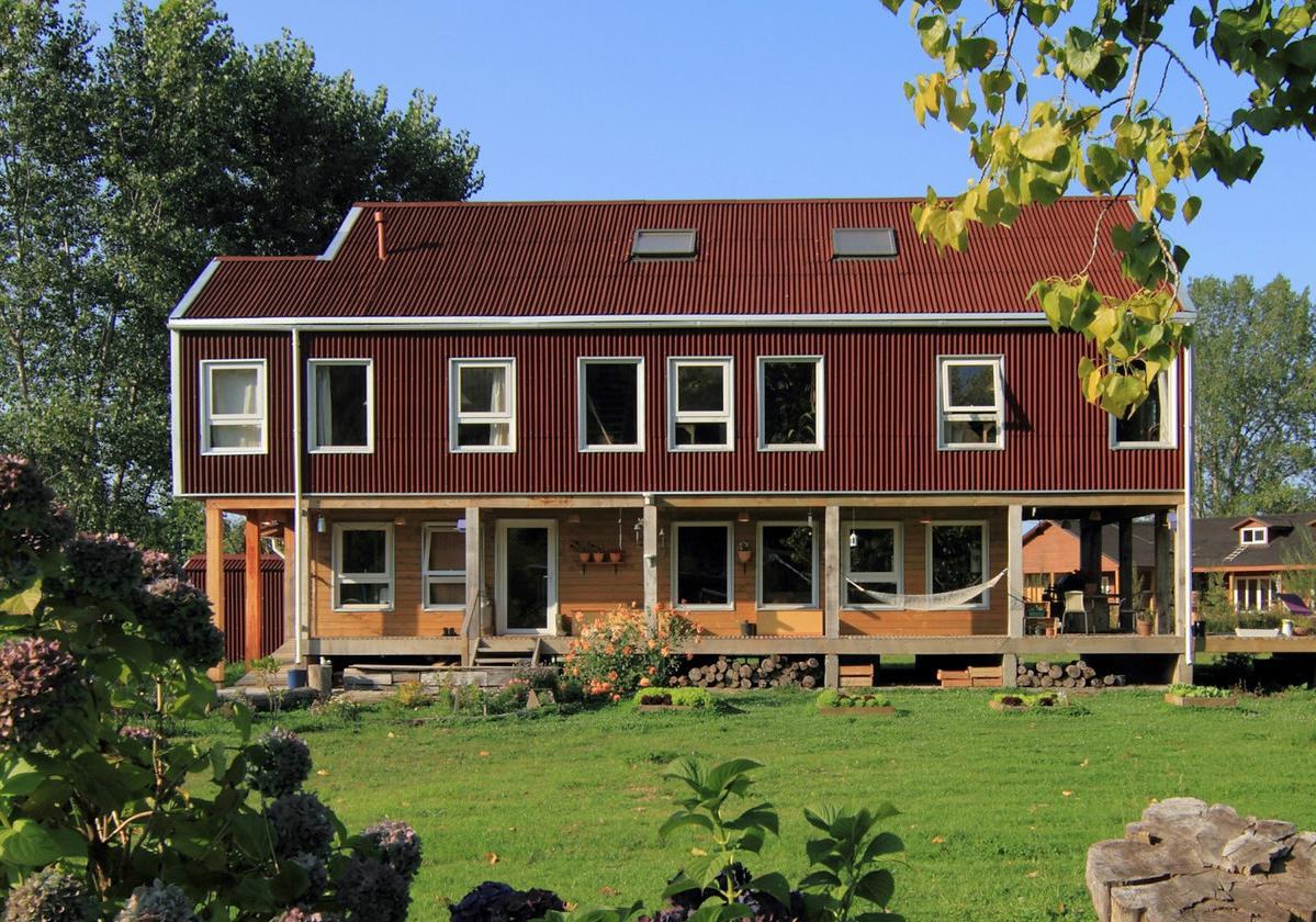 Onduline Clássica® | foto casa com telha ecológica na cor vermelha