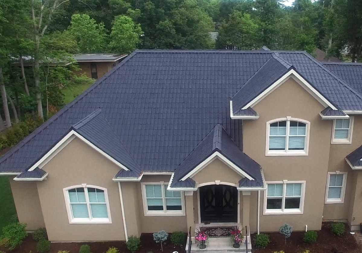 Onduvilla® | foto de aplicação da telha ecológica premium na cor Slate Grey