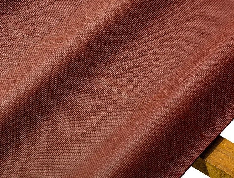 Detalhe do relevo de fixação da telha ecológica Stilo cor vermelha