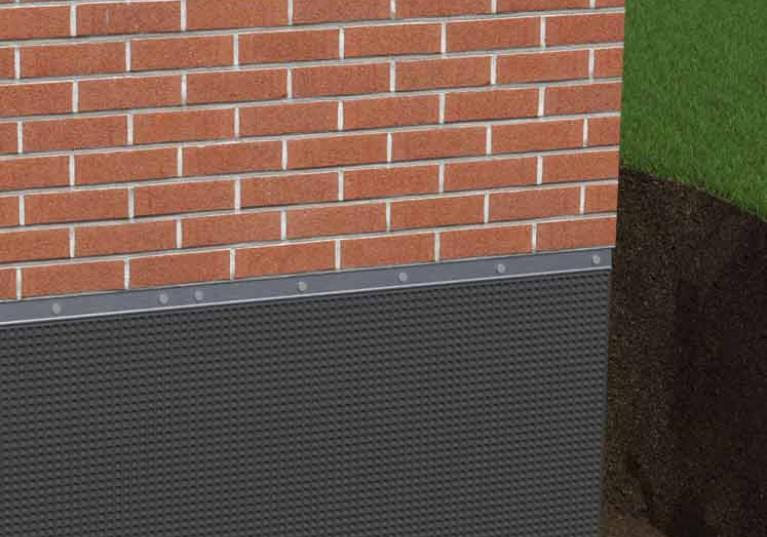 Ilustração de uma construção com a Membrana de PEAD Onduline Fondaline, na cor preta e marrom
